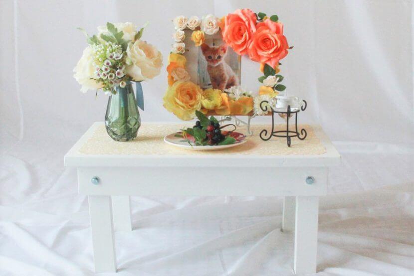 当社オリジナルの簡易的なペットの猫用の葬儀祭壇(白机)